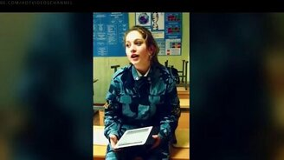 """Смотреть Девушка поёт """"Когда мы были на войне"""""""