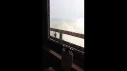 Ресторан на воде против шторма
