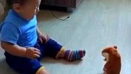 Ребёнок против говорящего хомяка смотреть видео прикол - 0:12