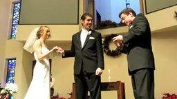 Смотреть Свадебная шутка с кольцами