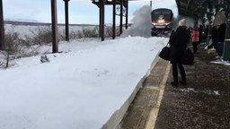 Весёлое прибытие поезда смотреть видео прикол - 0:43