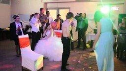 Весёлые конкурсы на свадьбе смотреть видео прикол - 3:39