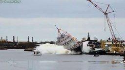 Смотреть Спуск судна на воду