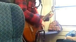 Смотреть Музыкант в электричке
