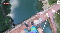 Смотреть Прыжок в воду от первого лица