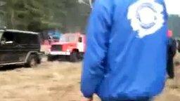 Смотреть Гелендваген тянет пожарную машину