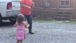 Дочка радуется папе смотреть видео прикол - 1:09