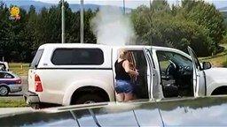 Смотреть Чудаки на автомойке