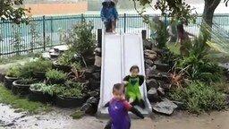 Учитесь веселью у детей! смотреть видео прикол - 0:30