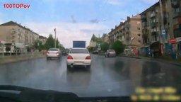 Смотреть Очень необычные происшествия на дорогах