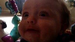 Малыш против потока воздуха смотреть видео прикол - 0:13