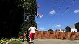 Смотреть Баскетболист-акробат
