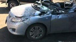 Смотреть Колесом расплющило машину