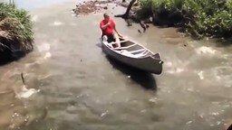 Смотреть Когда рыбы сами просятся в лодку