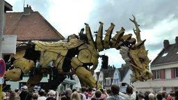 Смотреть Огромный дракон, как живой!