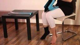 Смотреть Помощник надевания носков