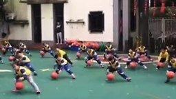 Смотреть Детская тренировка по-азиатски