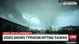 Смотреть Автомобиль унесло тайфуном