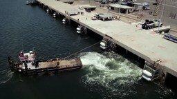 Тягач против морского буксира смотреть видео прикол - 2:54