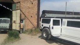 Смотреть Грузим кирпич в лимузин