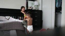 Когда мама думает, что дети спят смотреть видео прикол - 2:54