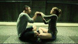 Смотреть Чувственный танец в метро