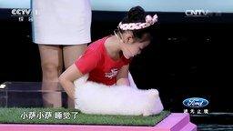 Смотреть Девочки гипнотизируют животных