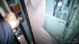 Смотреть Как устроен лифт изнутри