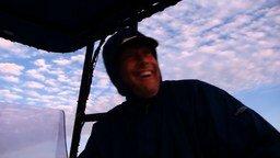 Смотреть Касатки преследуют рыбаков