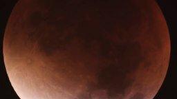Смотреть Как выглядит лунное затмение