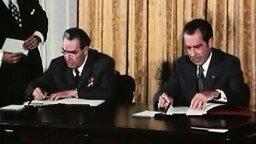 Брежнев и Никсон дурачатся смотреть видео - 2:34