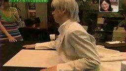 Человек в столе смотреть видео прикол - 2:46