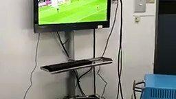 Смотреть Роды под футбол