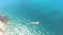 Прыжок с 46-метровой скалы смотреть видео - 0:25