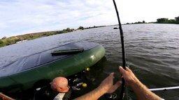 Смотреть Как рыбак рыбака спасал