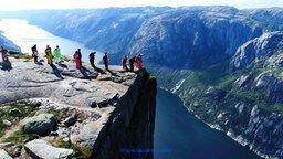 Смотреть Прыжки с высоты 600 метров