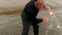 Смотреть Самая быстрая ловля рыбы