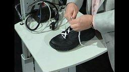 Смотреть Как правильно завязывать шнурки