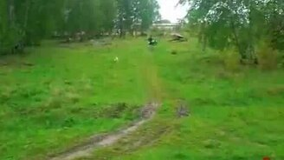 Смотреть Прыжок на мотоцикле с коляской