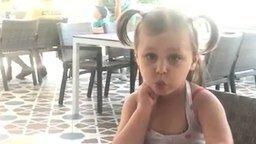 Жадная девочка и колбаса смотреть видео прикол - 0:40
