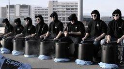 Смотреть Самые синхронные барабанщики