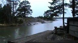 Смотреть Молния ударяет в реку