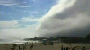 Смотреть Рулонное облако на пляже