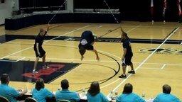 Смотреть Невероятные трюки со скакалкой от чемпионов мира