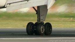 Смотреть Посадка самолёта в замедлении