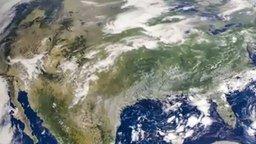 Смотреть Солнечное затмение из космоса
