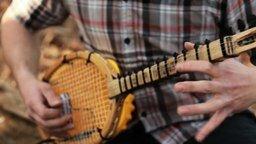 Смотреть Мелодия на импровизированных инструментах
