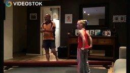 Отец подражает дочке смотреть видео прикол - 1:49