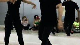 Смотреть Танцовщица-юла