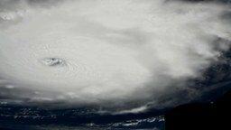 Движение мощного урагана смотреть видео прикол - 5:04